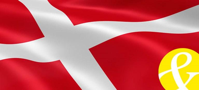 Dansk flagga med Welfare Techs logo framför